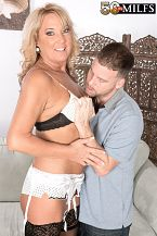 Mia makes a cuckold without her hubby