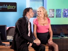 Pantyhose-Wearing Divorcee Receives A Creampie