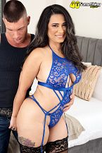Sexy Latina MILF's 1st on-camera fuck